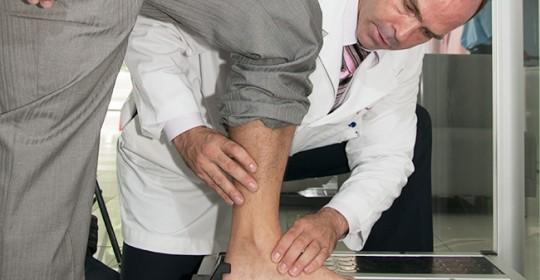 Pieds plats et douleurs de genou