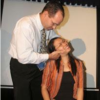 Ứng dụng phương pháp mới điều trị đau cột sống tại Việt Nam