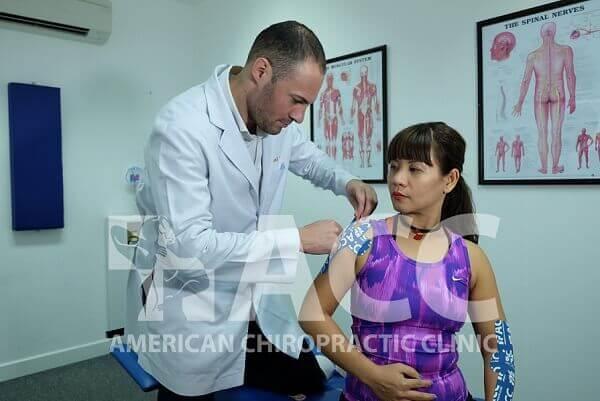 cách chữa đau khớp bả vai phải và trái