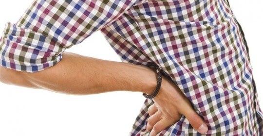 Tác hại của việc để ví tiền ở túi quần sau