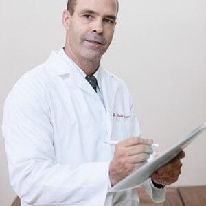 Bác sĩ Wade Brackenbury: Kinh doanh cũng giống như leo núi