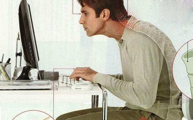 Chứng đau lưng từ ghế văn phòng! Chỉnh sửa góc làm việc của bạn như thế nào?