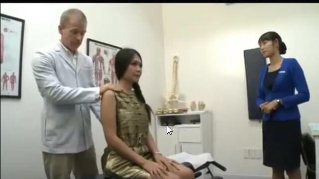 Clip diễn viên điện ảnh Đinh Y Nhung đến phòng khám ACC để được tư vấn các triệu chứng về bệnh cột sống.