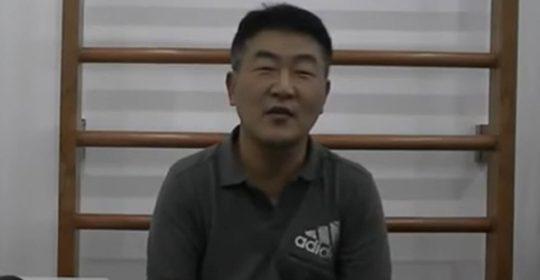 Anh Poong Joo Sam, 55 tuổi, người Hàn Quốc bị thoát vị đĩa đệm đốt xương L3-L4, L4-L5, trật khớp xương cùng và thắt lưng.