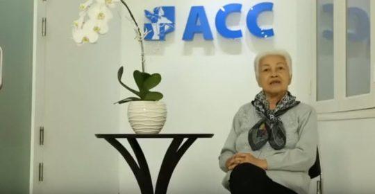 Bác Bùi Thị Tuyết – 77 tuổi, bị trật khớp và thoái hóa xương cùng cảm thấy hạnh phúc khi đã được điều trị khỏi tại ACC.