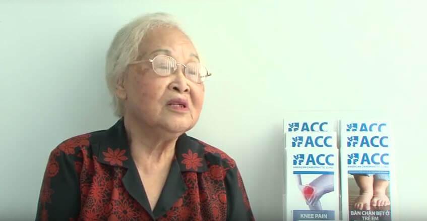 Bà Tuyết Hương, 80 tuổi, ở Hà Nội. Bị thoát vị đĩa đệm và thoái hóa cột sống