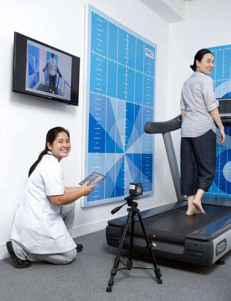 Bệnh nhân được phân tích dáng đi nhằm đưa ra lời khuyên chuẩn xác cho việc đi bộ một cách tốt nhất