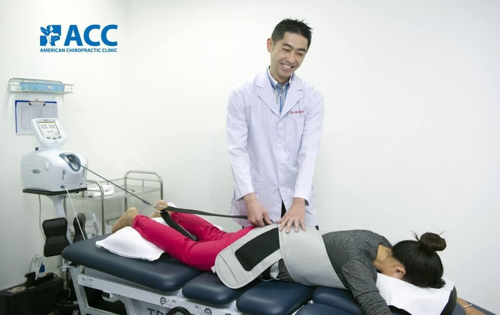 Nhận biết triệu chứng thoát vị đĩa đệm lưng và phương pháp điều trị của ACC