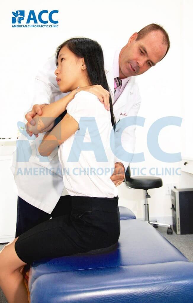 chữa đau cột sống lưng không dùng thuốc