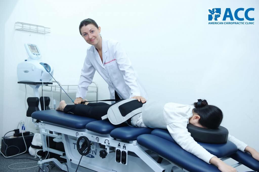 người bệnh đau thắt lưng đang được điều trị tại ACC