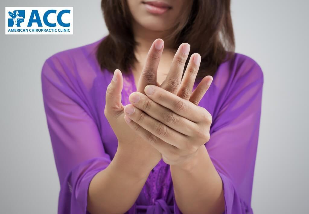 Nhân viên văn phòng thường hay bị tê tay