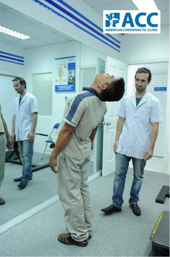 Bài tập vật lý trị liệu kết hợp với máy tập vật lý trị liệu giúp chữa thoái hoá đốt sống lưng