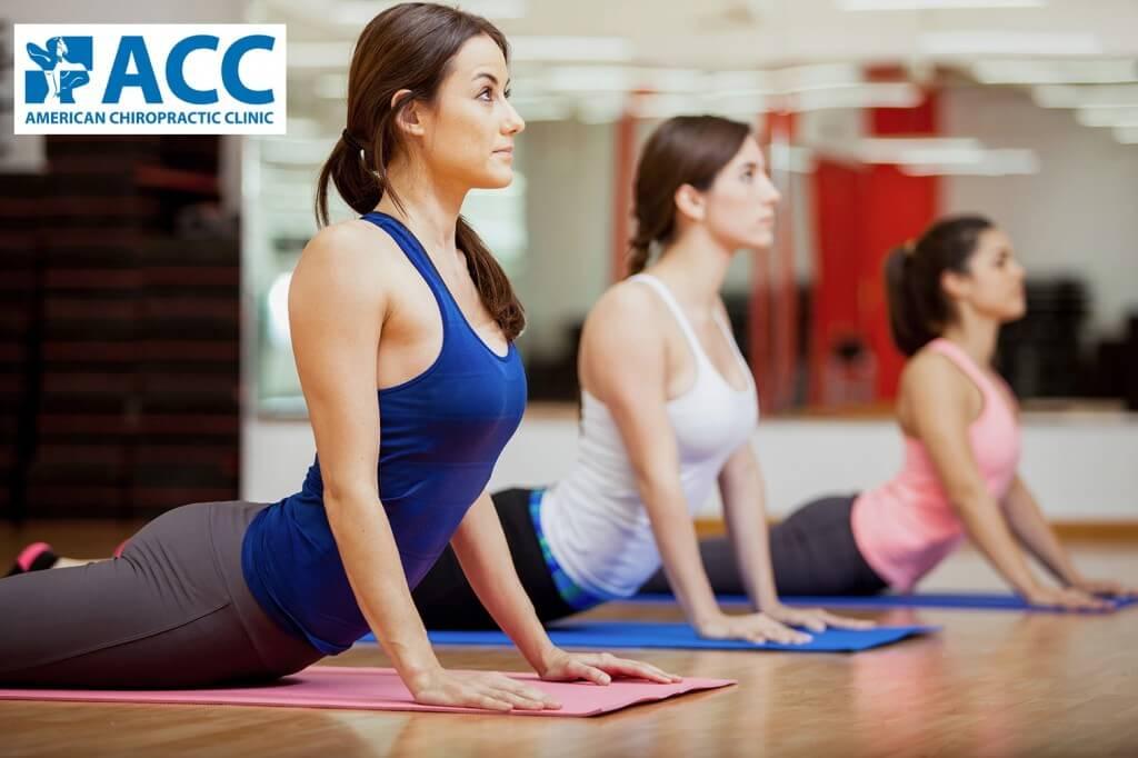 """Bài tập yoga tư thế """"rắn hổ mang"""" rất hiệu quả trong chữa trị thoát vị đĩa đệm"""