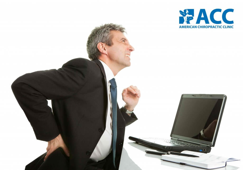 Đau lưng là triệu chứng thường gặp ở mọi lứa tuổi