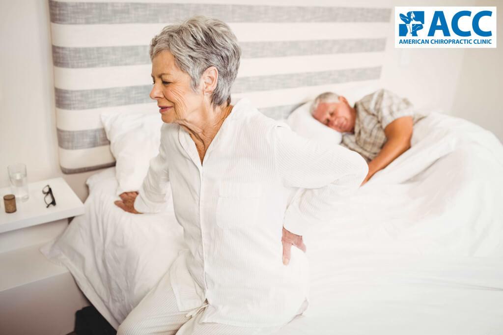 đau lưng khi nằm ngủ