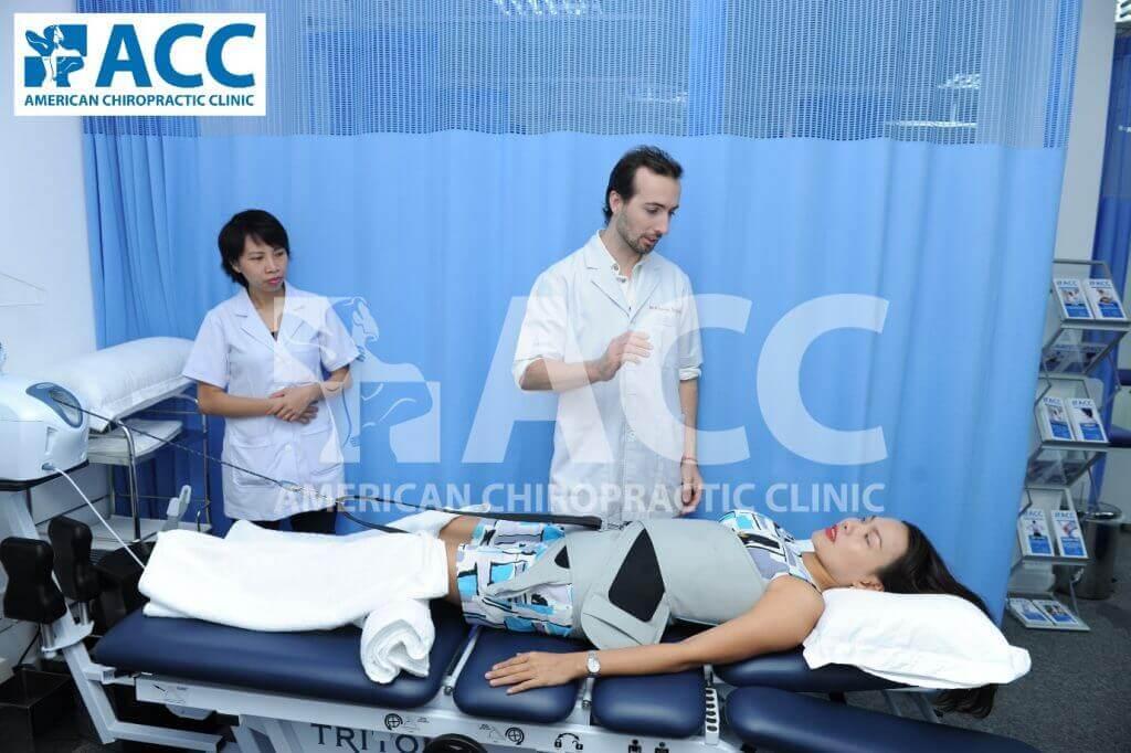bệnh nhân điều trị thoát vị đĩa đệm tại phòng khám ACC