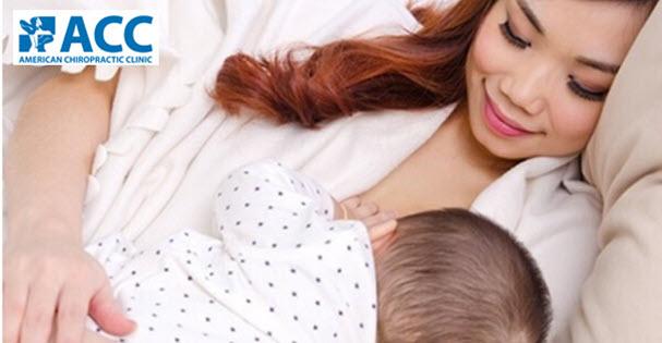 Nguyên nhân gây đau lưng sau sinh: cho con bú sai tư thế