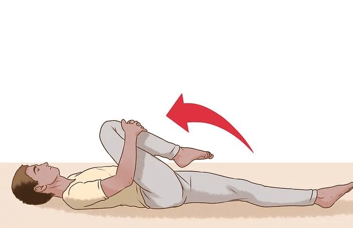 Động tác giãn cơ từ đầu gối đến ngực chữa thoái hóa cột sống