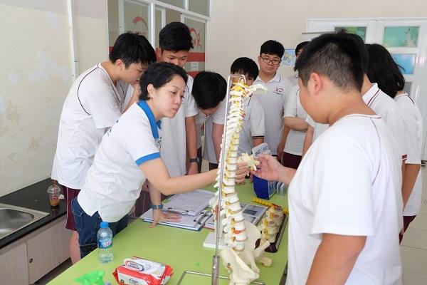 Tầm soát bàn chân bẹt tại trường BCIS
