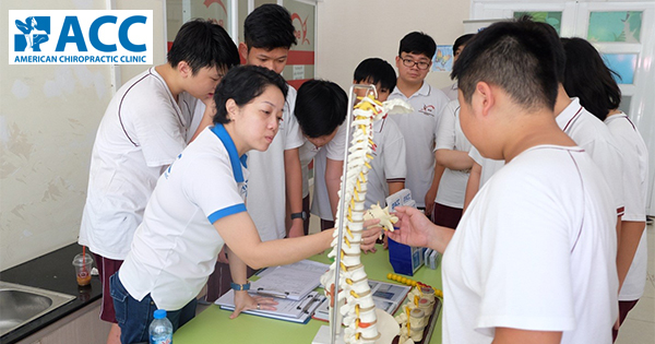Tầm soát bàn chân bẹt và vẹo cột sống tại trường BCIS