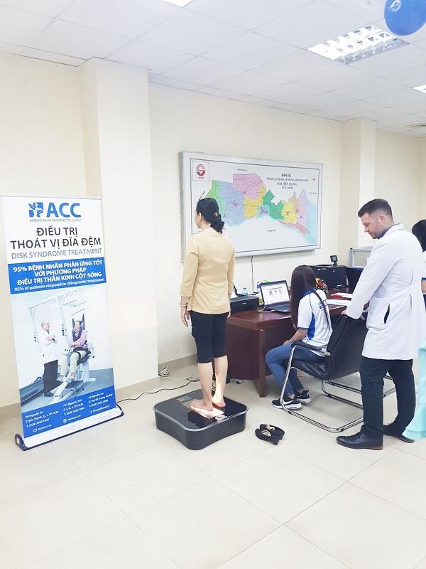 ACC thăm khám bệnh cơ xương khớp cho ngân hàng