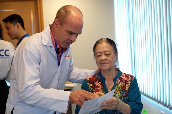 bác sĩ ACC điều trị bệnh