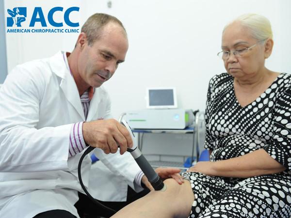 chữa đau khớp gối tại ACC