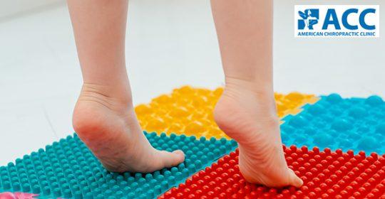 Mách nhỏ 7 bài tập hỗ trợ điều trị bàn chân bẹt