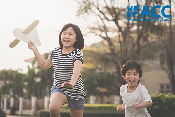 chữa bàn chân bẹt cho trẻ