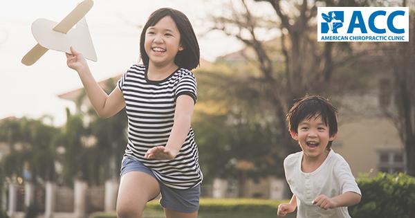 trẻ bị bàn chân bẹt có chữa được không