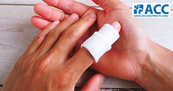 bong gân ngón tay khi chơi thể thao