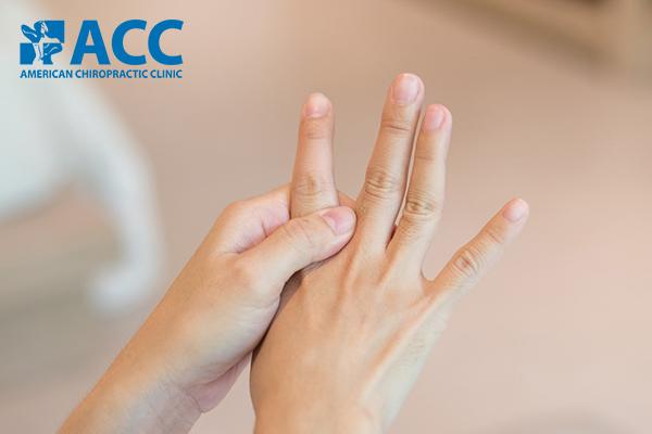 các biến chứng bong gân ngón tay