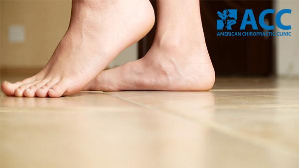 đau mắt cá chân do tật bàn chân bẹt
