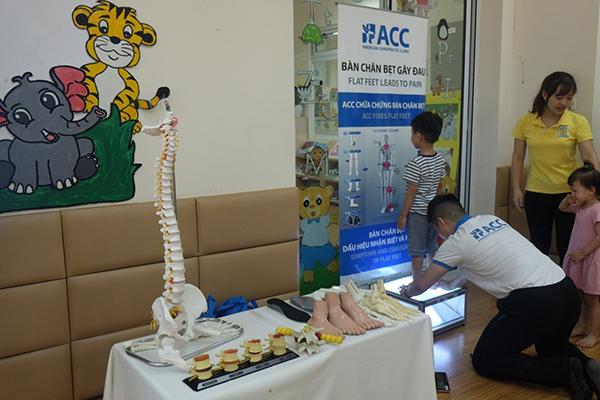 kiểm tra chứng bàn chân bẹt ở trẻ