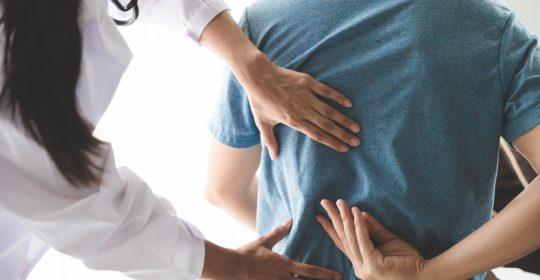 Nguyên nhân đau lưng giữa và cách điều trị