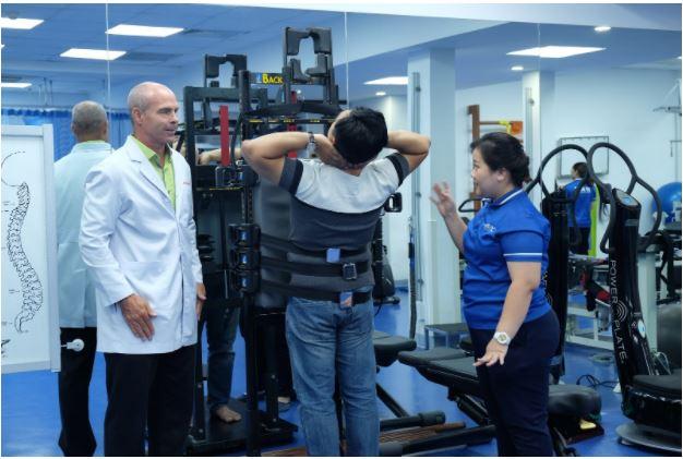 Tập phục hồi chức năng với các thiết bị tối tân tại ACC theo chỉ định của bác sĩ