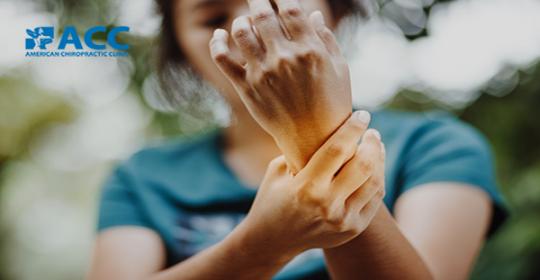 Truy tìm nguyên nhân gây cứng khớp cổ tay và cách điều trị hữu hiệu