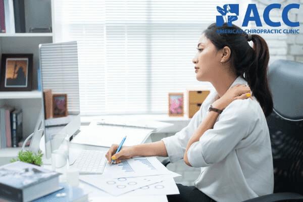 đau vai gáy là bệnh văn phòng thường gặp nhất hiện nay