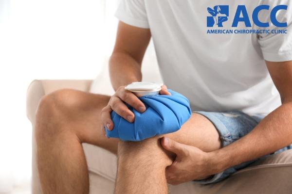 chườm lạnh giúp giảm sưng và đau khớp chân