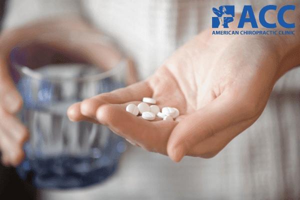 cách chữa đau vai gáy bằng thuốc tiềm ẩn nhiều rủi ro