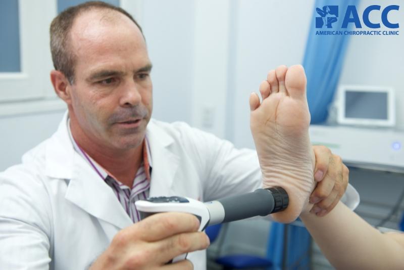chữa đau bàn chân bằng sóng xung kích shockwave