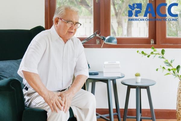 đau khớp chân ở người cao tuổi