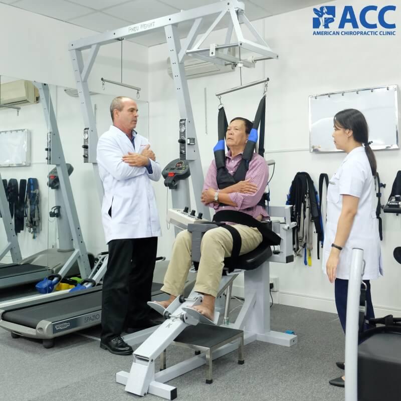 điều trị thái hóa đốt sống cổ bằng liệu trình kết hợp Chiropractic và vật lý trị liệu - phục hồi chức năng