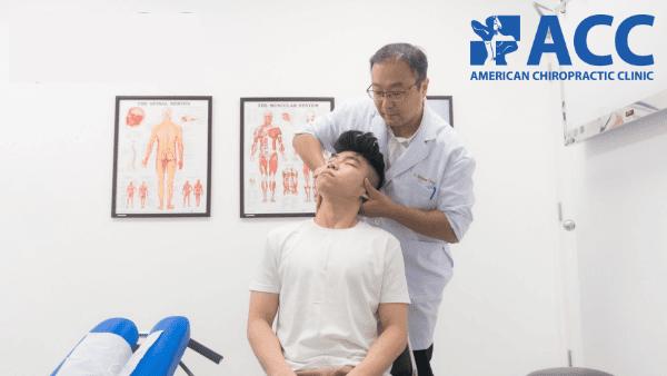 phương pháp nắn chỉnh bằng tay giúp chữa đau vai gáy