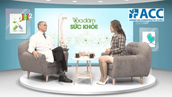 Bác sĩ Aubrey chia sẻ về bệnh thoái hóa cột sống tại tọa đàm