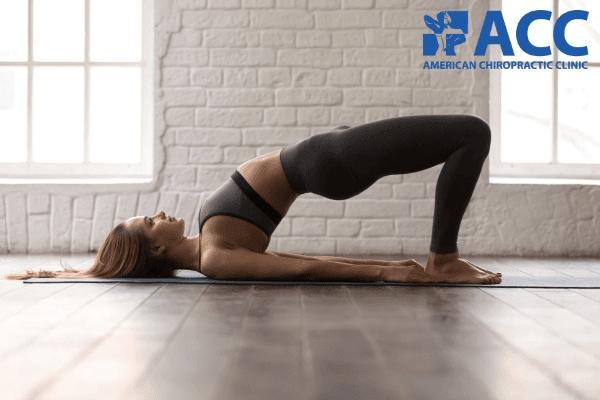 Tư thế cầu vồng giúp thuyên giảm cơn đau cột sống lưng