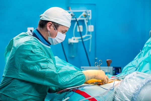 phẫu thuật chữa đĩa đệm bị thoát vị