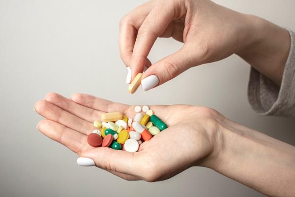 điều trị bệnh xương khớp bằng thuốc có nhiều rủi ro