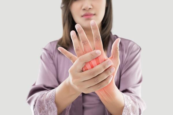 triệu chứng điển hình của bệnh viêm khớp