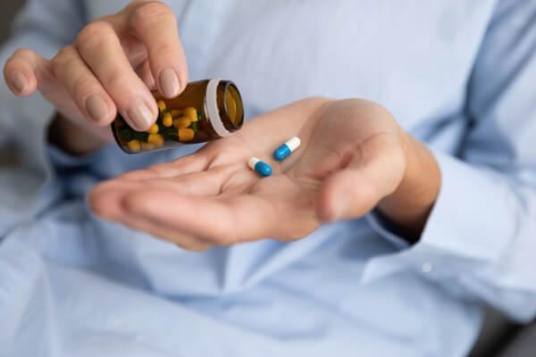 tác dụng phụ của thuốc giảm đau xương khớp
